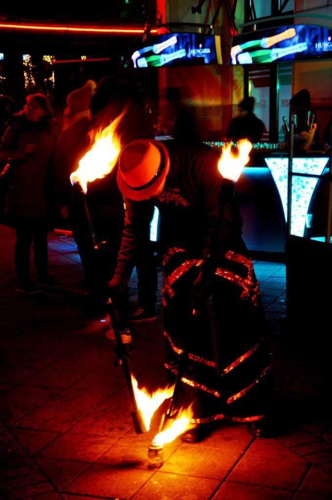 Tűzzsonglőr szórakozóhelyekre éttermekbe