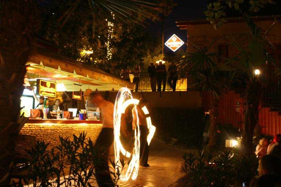 tűzzsonglőr szórakozóhelyekre és éttermekbe